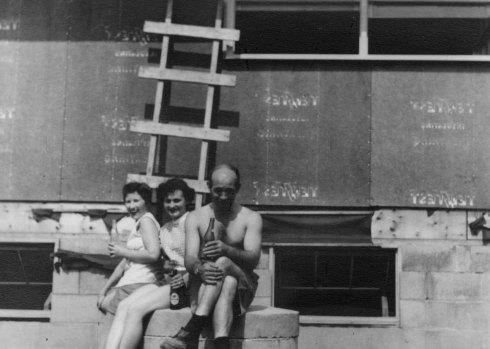 Build... (Canada...1950's)